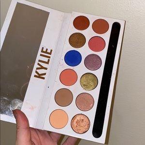 kylie cosmetics peach palette !!